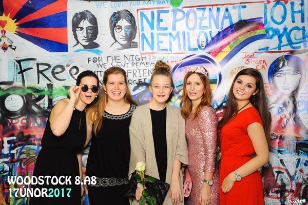 Maturitní Ples - Fotokoutek - Lennon Wall